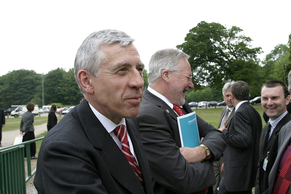 Jack Straw MP opens the Darwen Litter Trap, April 2007.